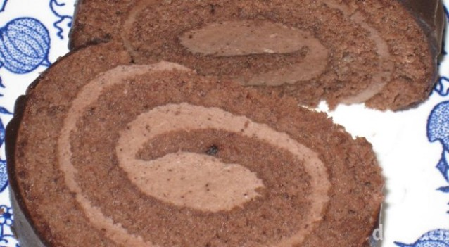 Čokoládová roláda s čokoládovou náplní