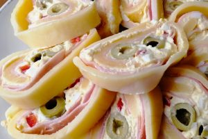 Sýrová roláda s olivami